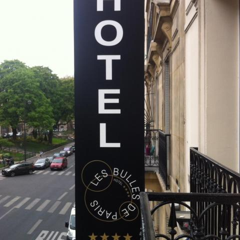 Opening of the new hotel Les Bulles de Paris 4 stars, enseigne of Hotel posted.