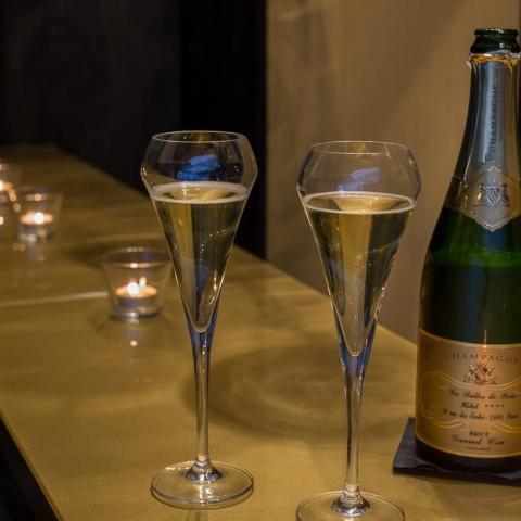Les Bulles de Paris, the hotel with a heart of Champagne !