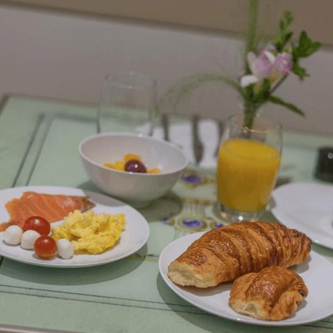 Bulles de Paris; a tasty room service option!